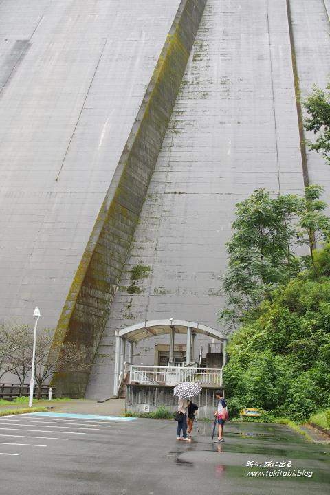 浦山ダム 下から仰ぐ