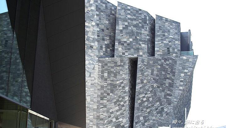 所沢市「角川武蔵野ミュージアム」は隈研吾設計で息を飲む!文化複合施設として期待【埼玉県】