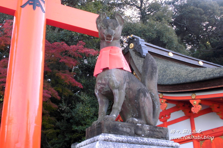 桜門脇に鎮座するお狐様