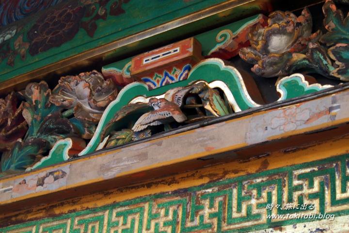 日光東照宮 眠り猫の裏側にある鳥の木彫り